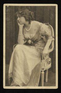 Pocztówka: Janina Szyling, Varsovie : Atelier Privé, [1905-1914].