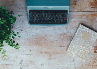 Stara maszyna do pisania, notatnik